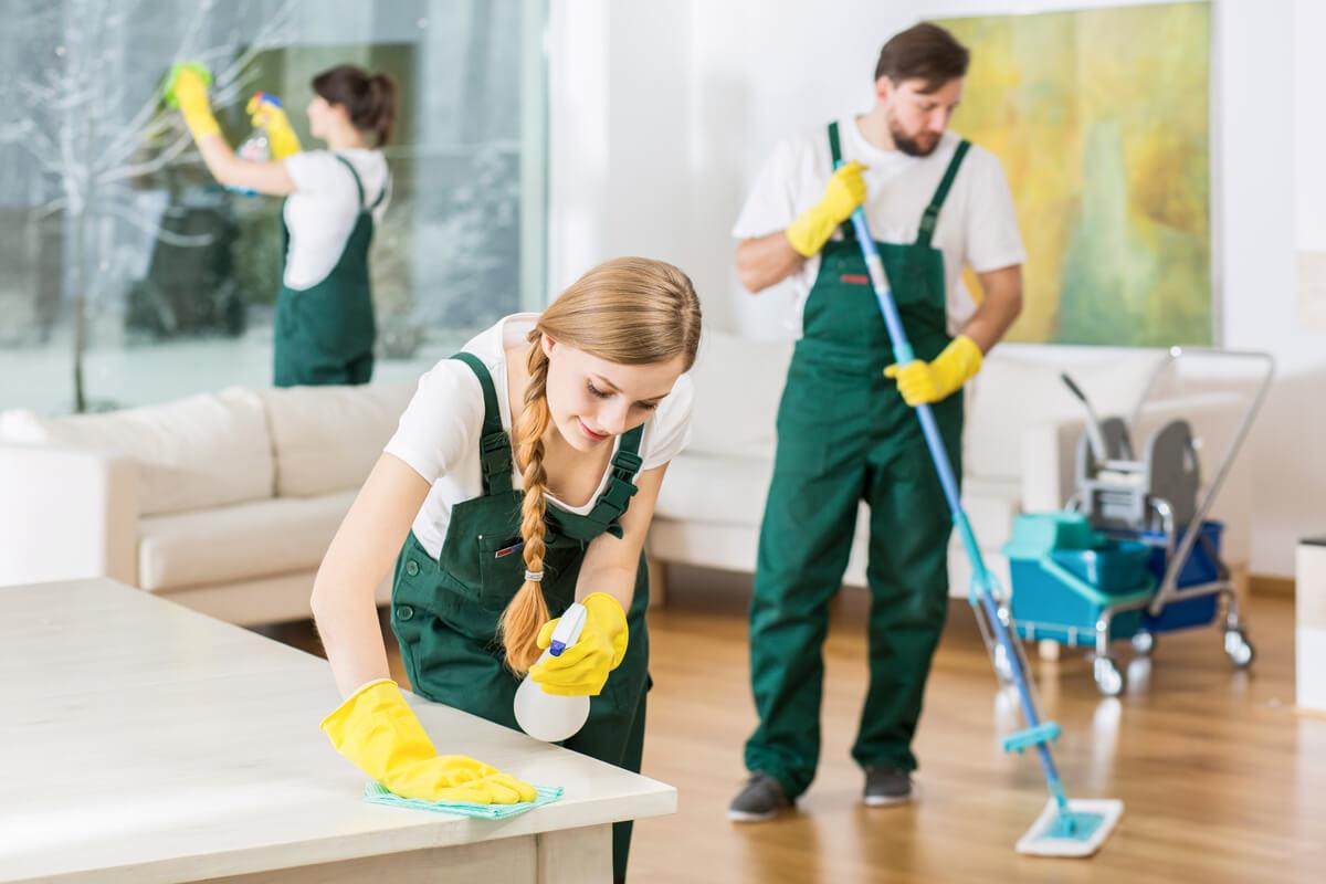 العمالة المتواجدة في شركة تنظيف بالخبر